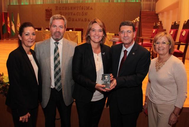 """El Centro Asociado de la UNED de Motril recibe una de las """"Granadas Coronadas"""" que otorga la Diputación de Granada"""